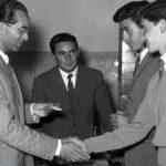 Emilio Colombo e alcuni giovani tesserati di Azione Cattolica
