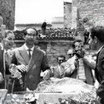 Emilio Colombo posa la prima pietra per la ricostruzione del Rione Addone a Potenza (foto Archivio Luccioni)