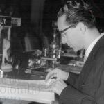 Emilio Colombo partecipa a una conferenza internazionale