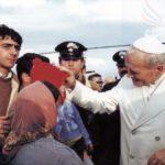 Papa Giovanni Paolo II a Balvano due giorni dopo la violenta scossa